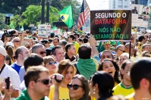 Manisfestantes criticam o data folha pela os cálculos em relação a quantidade de pessoas nas manifestações que ocorrem no pais.