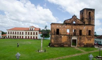 Igreja em ruinas da cidade de Alcântara