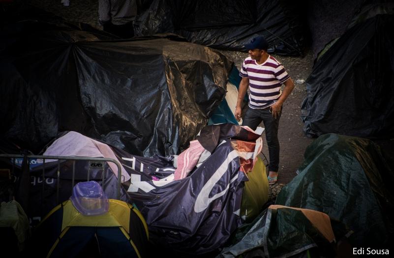 Apos 1 mês que o Edifício desabou no centro de São Paulo, moradores continuam alojados em frente a igreja no Lago Paissandu